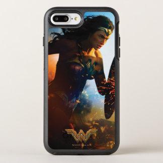 Wunder-Frau, die auf Schlachtfeld läuft OtterBox Symmetry iPhone 8 Plus/7 Plus Hülle