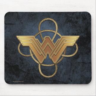 Wunder-Frauen-Goldsymbol über Lasso Mousepad