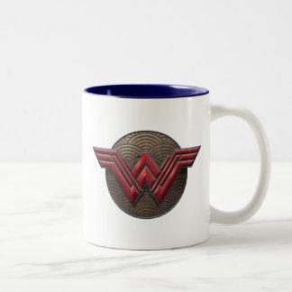 Wunder-Frauen-Symbol über konzentrischen Kreisen Zweifarbige Tasse