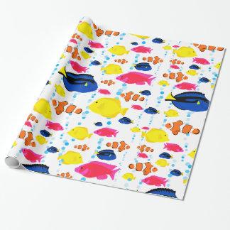 Wunderliche und bunte tropische Fische und Blasen Geschenkpapier