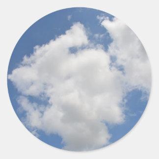 Wunderliche Wolken-Aufkleber Runder Aufkleber