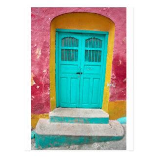 Wunderlicher hölzerner Eingang der grünen Türen Postkarten