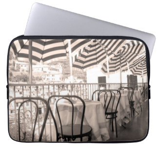 Wunderlicher Restaurantbalkon, Italien Laptop Sleeve