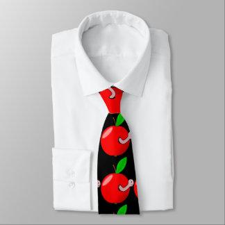 Wurmapfel. Schwarzes Krawatte