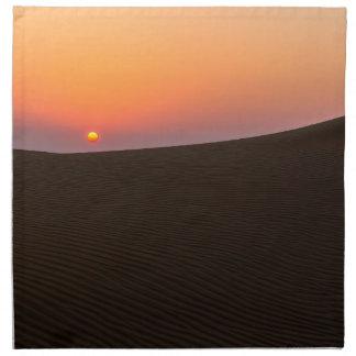 Wüstensonnenuntergang in Dubai Stoffserviette
