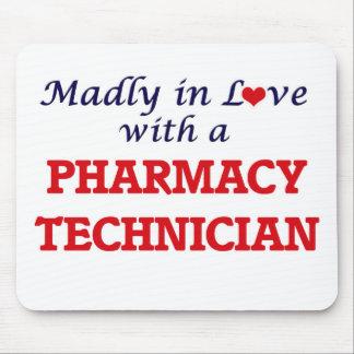 Wütend in der Liebe mit einem Apotheken-Techniker Mousepads