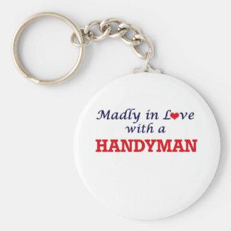 Wütend in der Liebe mit einem Heimwerker Schlüsselanhänger