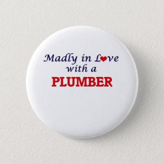 Wütend in der Liebe mit einem Klempner Runder Button 5,7 Cm