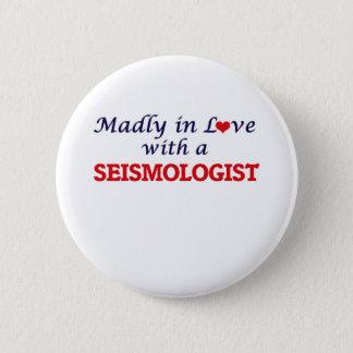 Wütend in der Liebe mit einem Seismologen Runder Button 5,7 Cm