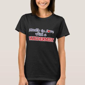 Wütend in der Liebe mit einem Taxidermist T-Shirt