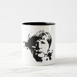 Wütendes Merkel Zweifarbige Tasse