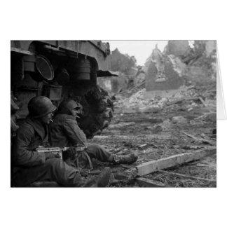 WWII Soldaten und Waffen brennen vorbei Behälter Karte