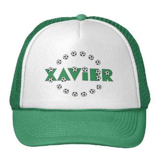 Xavier im Fußball-Grün Caps