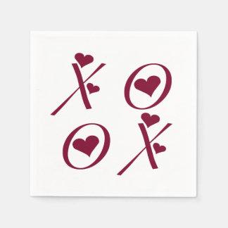 XOXO Valentinstag umarmt und küsst rote Herzen Servietten