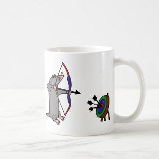 XX blinde Mole im Bogenschießen-Wettbewerb Kaffeetasse