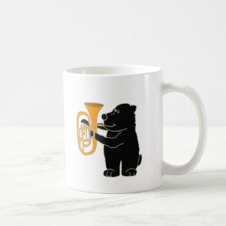 XX schwarzer Bär, der Tuba spielt Kaffeetasse
