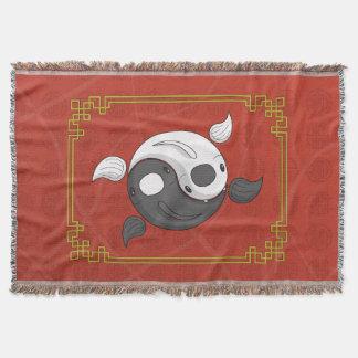 Yin und Yang, die der Koi Wurf bedecken Decke