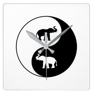 Yin und Yang-Elefanten Quadratische Wanduhr