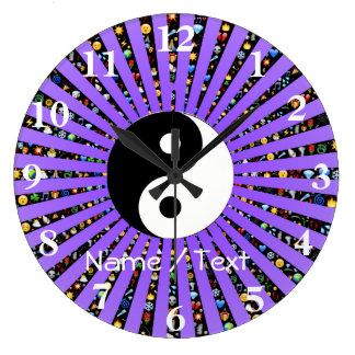 Yin und Yang lila emoji Wanduhr