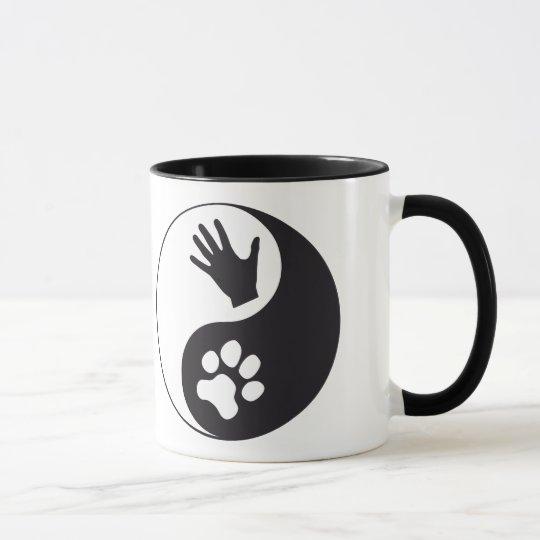 Yin und Yang mit Hand und Pfote Tasse