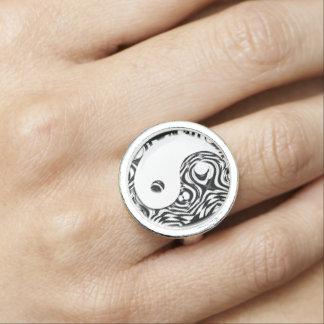 Yin + Yang Ring