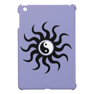 Yin-Yang Sun-Schwarz/Weiß auf Flieder iPad Mini Hülle