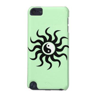 Yin-Yang Sun-Schwarz/Weiß auf weich Grün iPod Touch 5G Hülle