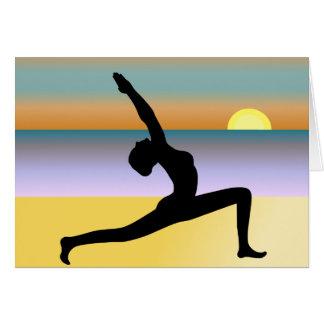 Yoga an der Strand-Frau, die Mitteilungskarten Karte