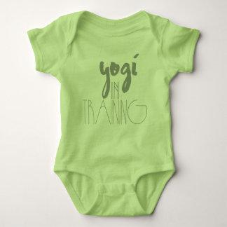 Yoga-Baby-Bodysuit| Yogi im Training Baby Strampler