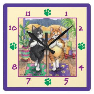 Yoga-Katzen-quadratische Wanduhr