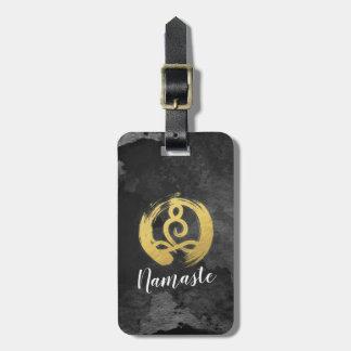 Yoga-Lehrer-Goldmeditations-Lage-Zen-Symbol Gepäckanhänger