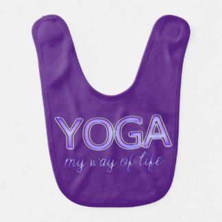 Yoga-lila Text-glänzende metallische Lätzchen
