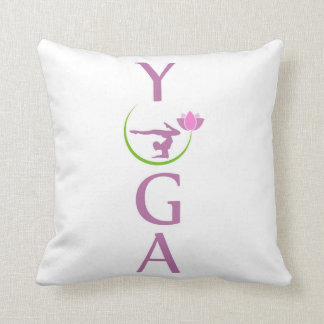 Yoga mit einem rosa Lotos Kissen
