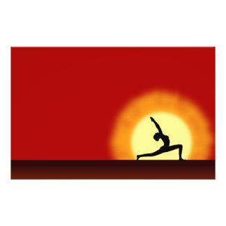 Yoga-Sonnenaufgang-Silhouette-Flyer