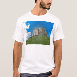 York, Cliffords Turm im Plastik T-Shirt
