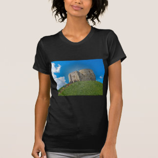York, Cliffords Turm im Plastik T-Shirt