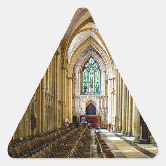 York-Münster von innen. Dreieckiger Aufkleber