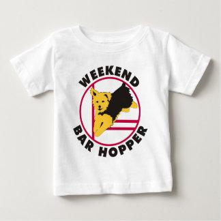 Yorkie Agility-Wochenenden-Bar-Trichter Baby T-shirt
