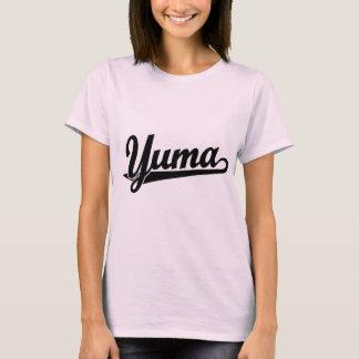 Yuma Skriptlogo im Schwarzen T-Shirt