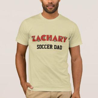 Zachary im Fußball-Rot T-Shirt