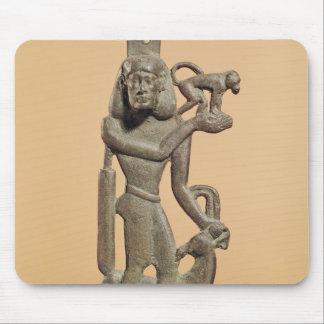 Zahl eines Mannes, der einen Affen hält Mauspads