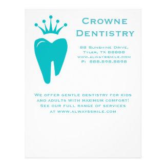 Zahnarzt-Flyer-niedliches Kronen-Zahn-Logo-Blau