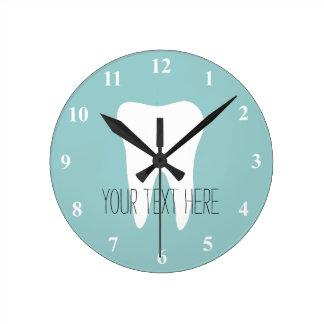 Zahnarztbüro-Wanduhr mit Zahnlogo Uhren