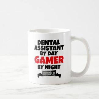 Zahnarzthelfer durch TagesGamer bis zum Nacht Kaffeetasse