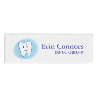 Zahnarzthelfer-Zahnarzt-lächelndes Zahn-Logo Namenschild