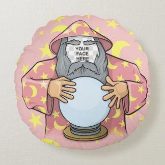Zauberer mit Ihrem Gesicht Rundes Kissen