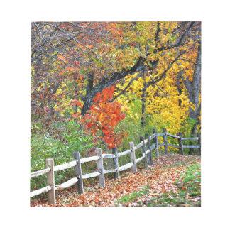 Zaun im Park Notizblock