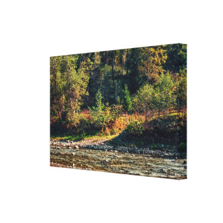 Zaun nahe dem Fluss Leinwanddruck