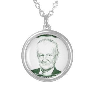 Zbigniew Brzezinski im Gott, den wir vertrauen Versilberte Kette