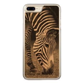 Zebra, der Gras isst Carved iPhone 8 Plus/7 Plus Hülle